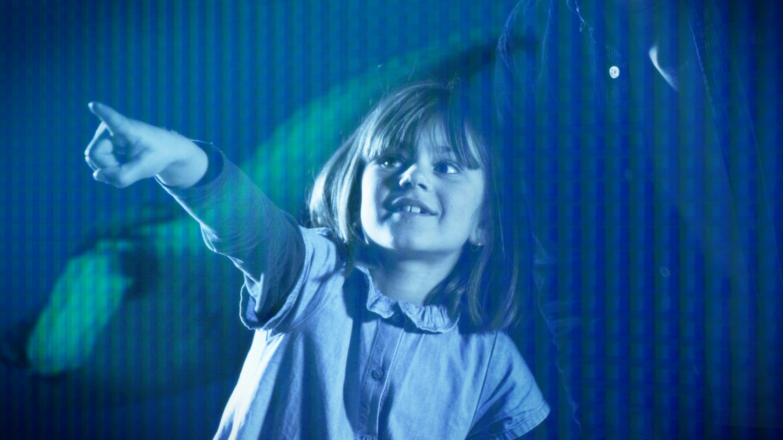 Petite fille à l'exposition Immersion - Musée océanographique